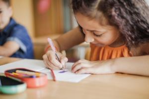 Aulas remotas: o espaço escolar ainda é fundamental para o ensino infantil